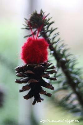 Natale decorare con le pigne paperblog - Decorazioni con pigne ...