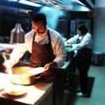 Diego Rossi e Mariuccia Ferrero impegnati in cucina