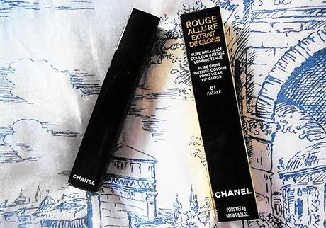 Chanel Extrait de Gloss in 61 Fatale.