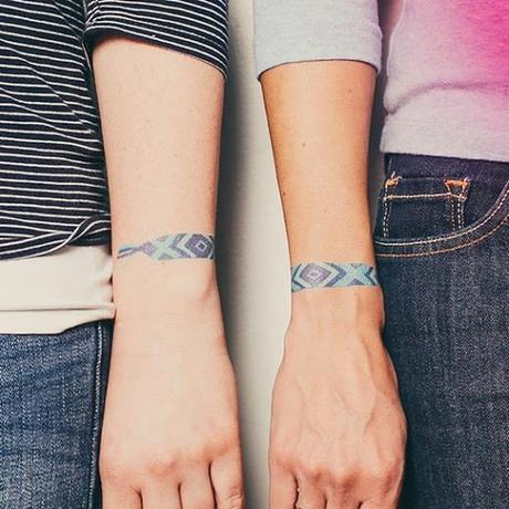 tattly quando il braccialetto dell 39 amicizia diventa un tattoo paperblog. Black Bedroom Furniture Sets. Home Design Ideas