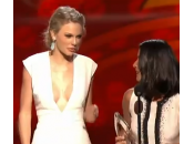 "Taylor Swift ""People's Choice Awards"": scollatura vertiginosa"