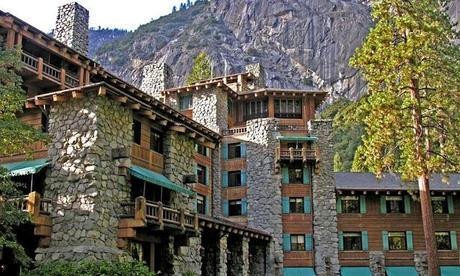 Shining, l'Overlook hotel, il Timberline Lodge e l'Ahwahnee hotel