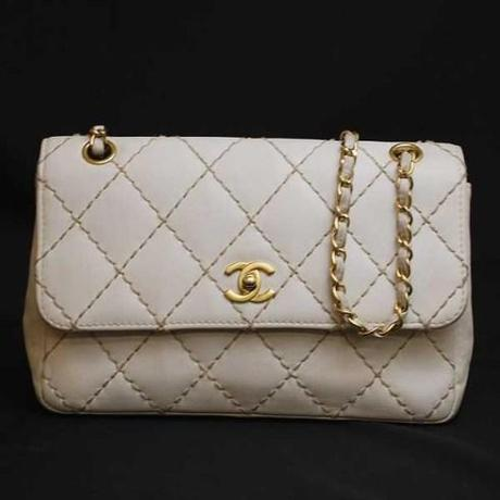borsa vintage chanel, chanel 2.55, borsa chanel bianca, http://vintagedesignerhandbagsonline.com, chanel 2.55, coco chanel, Gabrielle Bonheur Chanel, Coco Chanel, Mademoiselle Gabrielle Coco Chanel, Stephanie Pedersen, Hanbags: What Every Woman Should Know, borsa chanel vintage, chanel 2.55 vintage, borsa chanel catenelle doro, borsa chanel catenelle dorate, borsa chanel tracolla, bora chanel cinturini oro, borsa chanel cinturini dorati, borsa chanel bianca, borsa chanel pelle bianca, borsa chanel pelle panna, borsa chanel beige, borsa chanel trapuntata, le c di chanel, le c di coco chanel