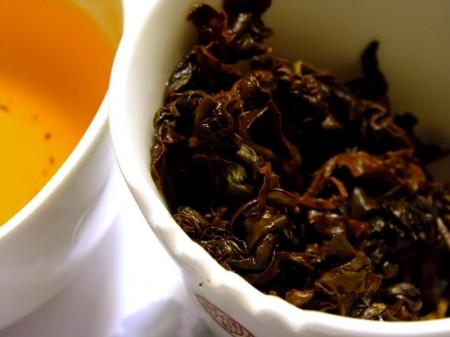 gaba-oolong_wet-leaves_b