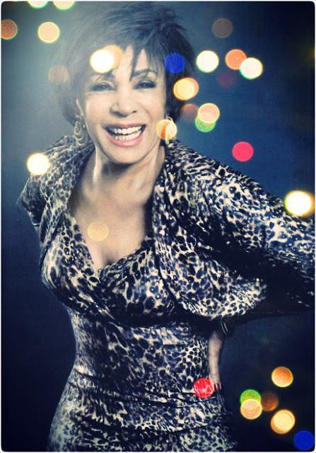 SHIRLEY BASSEY CANTERA' ALLA NOTTE DEGLI OSCAR !!!