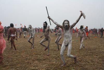 Khumb mela 3 il bagno dei naga sadhu paperblog - Bagno nel gange malattie ...