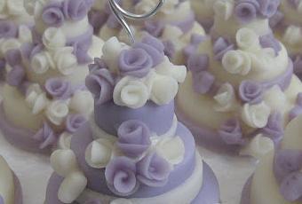Mini wedding cake: lilla e bianco con rose e farfalle ...