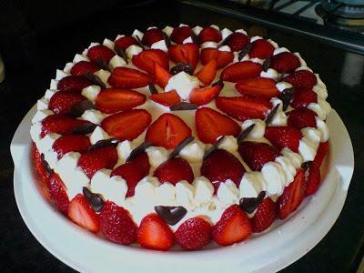 Torta con fragole panna e nutella
