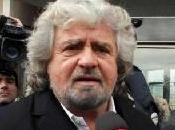Beppe Grillo inizia lentamente colloquiare stampa intanto propone Passera come premier