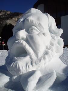 Neve in montagna: tra settimana bianca e sculture