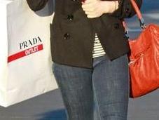 tempo crisi Lindsay Lohan compra Prada Outlet
