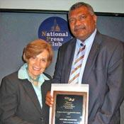 Ratu Koro Aisea Katonivere riceve il Global Ocean Conservation Award