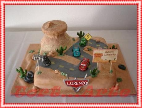 Torta decorata ispirata a Cars