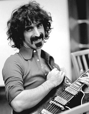 Domani 9 dicembre ore 14 Frank Zappa plays his guitar!