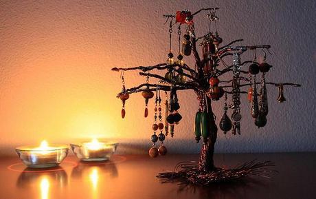 Diy albero portagioielli paperblog - Porta orecchini ikea ...
