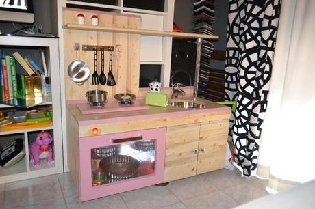 Come costruire una cucina per bambini di legno paperblog - Pomelli per mobili cucina ...