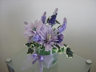 Composizione fiori finti e carta crespa paperblog for Arredare con fiori finti