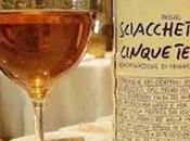 Abbinamento vino-dolci scelta giusta: Sciachetrà vino dolce prodotto nelle Cinque Terre provengono celebri terrazzamenti.