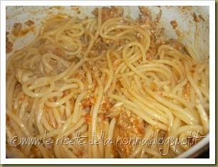 Spaghetti con ragù di sgombro (4)