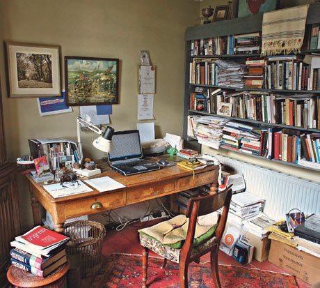 La writing room di Sebastian Barry. [FONTE: The Guardian]