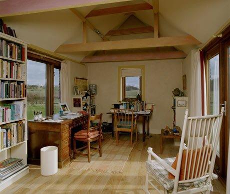 La writing room di Kevin Crossley-Holland è bellissima! *__* [FONTE: The Guardian]