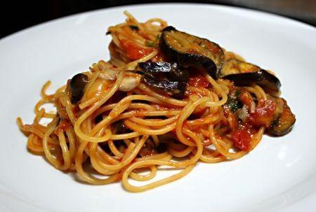 Spaghetti con melanzane e pomodorini crudi paperblog for Tutto cucina ricette