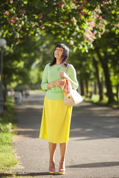 Smilingischic, fashion blog, Ladrèe colors, macarons style. verde lime, mura di Lucca. outfit,
