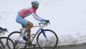 Stratosferico Nibali, vince sotto la neve e fa suo il Giro