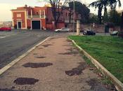 roma esistono ancora marciapiedi cosi', nemmeno sarajevo dopo bombardamenti. siamo alle pendici gianicolo, mica torpignattara...