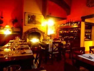 Ristorante taverna di roberto via san vitale 9b for Il portico pizzeria bologna