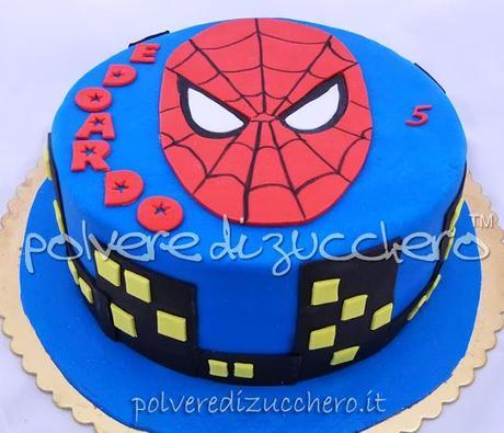 Torta uomo ragno bidimensionale paperblog for Decorazione torte spiderman