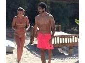 Emma Marrone Marco Bocci spiaggia Gallipoli: foto Twitter