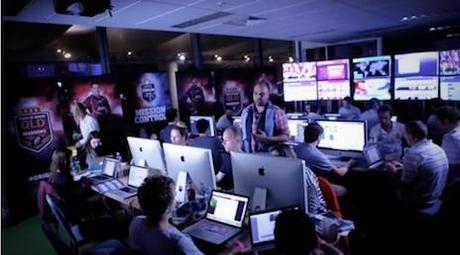 Piangete. La Social Media Room di NRL. Altro che il Community Manager Stagista e il piccolo elfo.