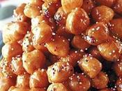 Purceddruzzi piccoli dolcetti pugliesi fritti ricoperti miele.