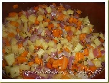 Penne con patate, carote, cipolla, erba cipollina e peperoncino fresco (3)
