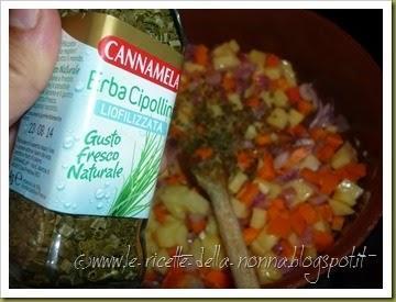 Penne con patate, carote, cipolla, erba cipollina e peperoncino fresco (2)