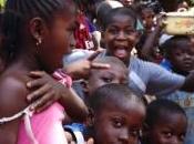 Scatti viaggio senza fine Guinea, caldo abbraccio popolo danzante
