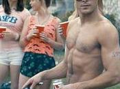 Efron senza maglietta primo trailer Neighbors!