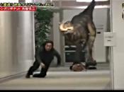 Video: Giappone Candid camera dinosauro ufficio