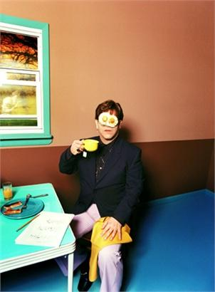 david-lachapelle--elton-john--egg-on-his-face--1999---1139037_0x410