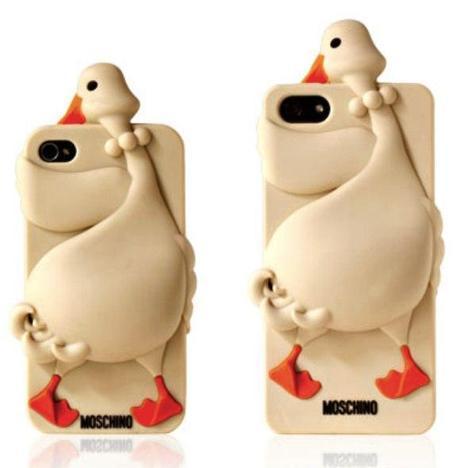 moschino-luisa-iphone-5-cover