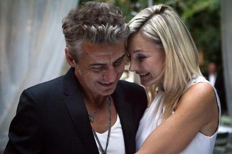 Matrimonio In Segreto : Ligabue matrimonio in segreto poi su facebook u cho sposato