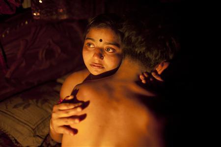 67329d8928 Una sposa bambina muore dopo la prima notte,aveva 8 anni.. - Paperblog