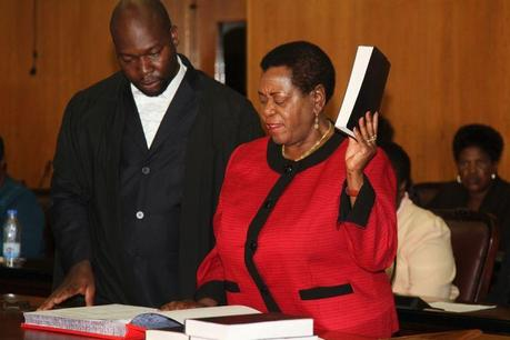 The-president-of-the-Senate-Edna-Madzongwe-takes-her-oath-1024x682