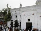 Pakistan, attacco terroristico, kamikaze chiesa morti
