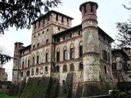 Il Castello di Piovera del conte Calvi di Bergolo., dove in estate Elda è ospite