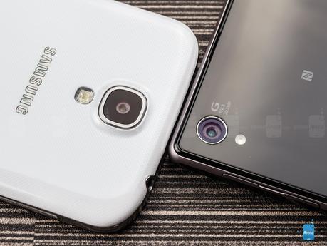 Sony Xperia Z1 vs Samsung Galaxy S4 03 Sony Xperia Z1 vs Samsung Galaxy S4 (VIDEO)