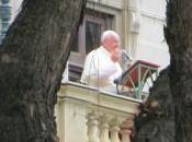 """Papa Francesco contro """"chiacchiere"""" Vaticano"""