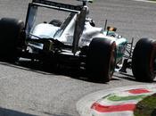 Corea, libere Hamilton top. Crash Raikkonen