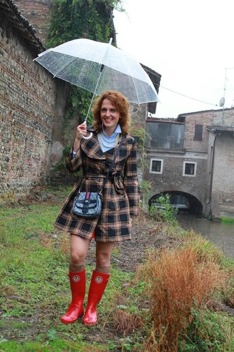 IndianSavage Margaret Dallospedale Red Rainboots Trench Rainy day 1